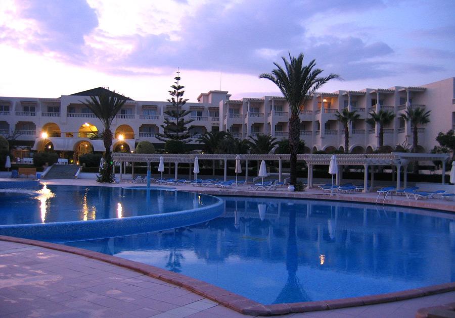 Infos sur geo piscines tunisie vacances arts guides for Piscine demontable tunisie